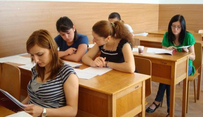 """Foto: Peste 30 de studenţi din toată lumea  vin la Universitatea """"Ovidius"""""""