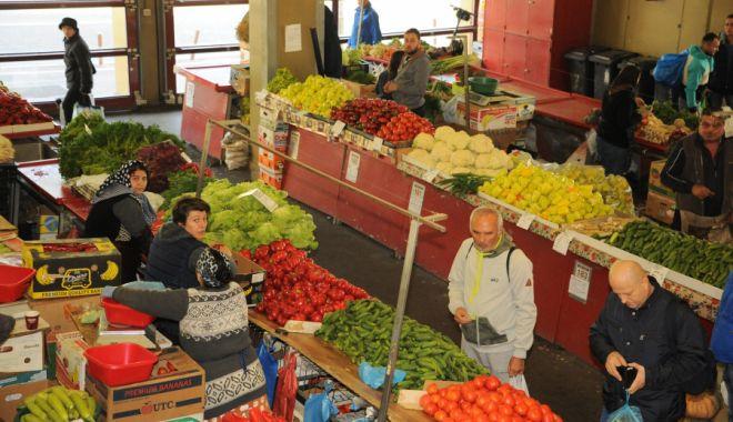 Foto: Peste 3.400  de comercianți  de fructe și legume au fost controlați