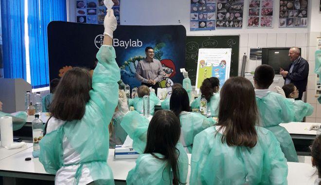 Foto: Peste 6.000 de elevi au descoperit știința în Laboratorul de Științe Bayer 2019