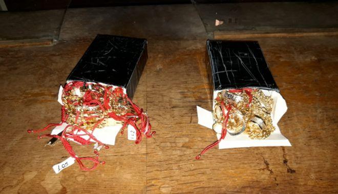 Foto: Bijuterii de aur, confiscate  de poliţiştii  de frontieră