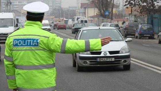 Foto: Peste o mie de permise auto reţinute şi zeci de mii de amenzi date de Rutieră
