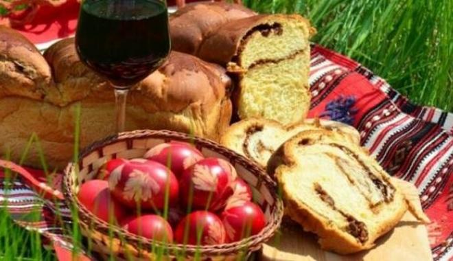 Foto: Vârstnicii  din comuna Peştera au primit pachete cu alimente  de la primărie