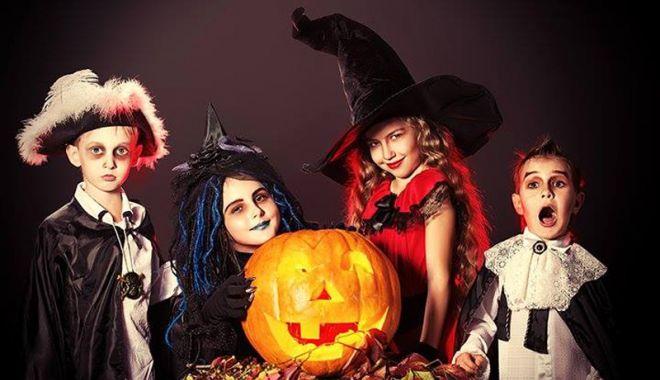 Foto: Petrecere de Halloween, pentru adolescenţi