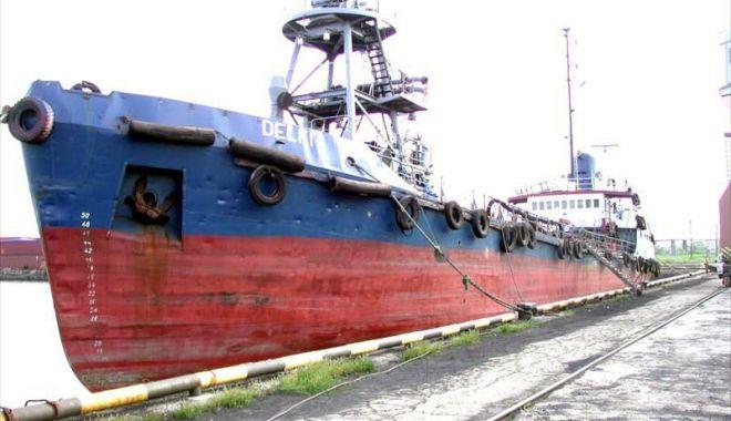 """Foto: Petrolierul moldovenesc """"Delfi"""" a fost salvat de nava """"GSP King"""""""