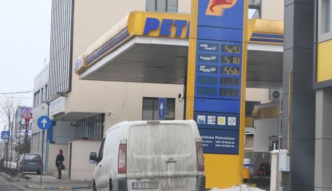 Foto: Petrom ieftineşte carburanţii, la miezul nopţii