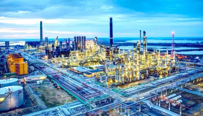 Rafinăria Petromidia funcționează la turație maximă. Urmează investiții uriașe - petromidia-1431708195.jpg