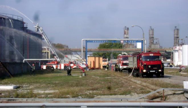 Foto: Explozie, urmată de incendiu, la rafinăria Petromidia Năvodari
