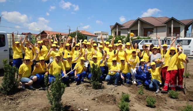 Foto: Zeci de angajaţi de pe platforma Petromidia, acţiune de voluntariat în Năvodari