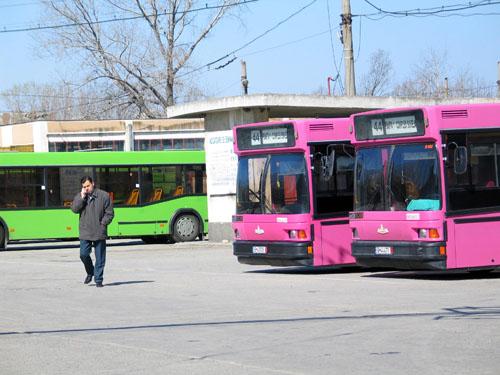 Foto: GREVĂ SPONTANĂ LA RATC/ VICEPRIMARUL CONSTANȚEI DISCUTĂ CU CEI DIN CONDUCEREA RATC