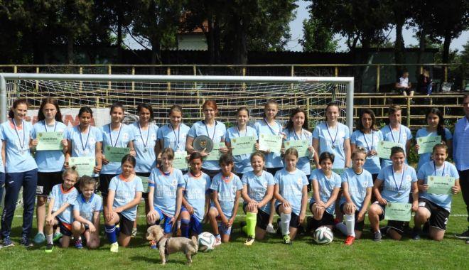 Foto: Veniţi să jucaţi fotbal feminin! Cupa Selena, ediţia întâi