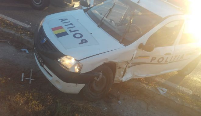 Foto: GALERIE FOTO / Mașină de poliție aflată în misiune, lovită de un alt autoturism