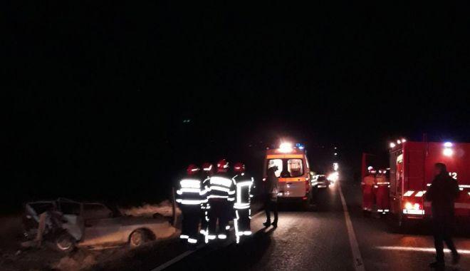GALERIE FOTO / Accident rutier la Gura Dobrogei. Două persoane sunt încarcerate - photo20190129181700-1548779371.jpg
