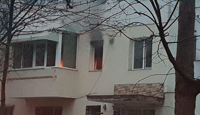 GALERIE FOTO / Incendiu la Constanţa. Arde un apartament de pe Aleea Topolog - photo20190214175253-1550161341.jpg