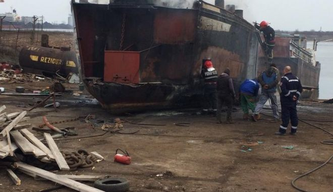 Foto: GALERIE FOTO / Incendiu în Dana 89 din Portul Constanța.