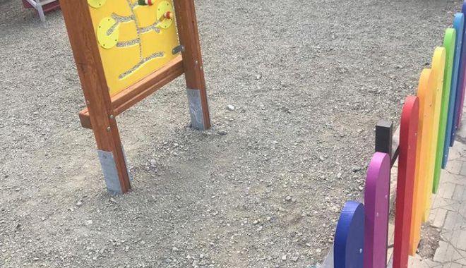 GALERIE FOTO / Au început lucrările de reabilitare a locurilor de joacă din Constanța - photo20190409181230-1554825176.jpg