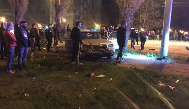 GALERIE FOTO / Accident rutier grav în stațiunea Mamaia. Trei mașini avariate și 4 victime - photo20190412230146-1555138783.jpg