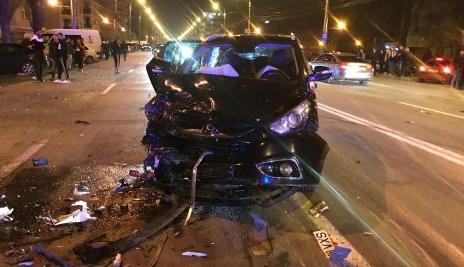 GALERIE FOTO / Accident rutier grav în stațiunea Mamaia. Trei mașini avariate și 4 victime - photo20190412230148-1555138348.jpg