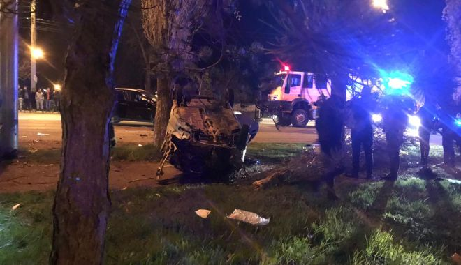GALERIE FOTO / Accident rutier grav în stațiunea Mamaia. Trei mașini avariate și 4 victime - photo20190412230149-1555138610.jpg