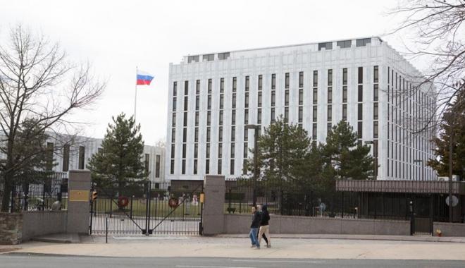 """Foto: Piaţa """"Boris Nemţov"""",  în faţa ambasadei Rusiei în SUA"""