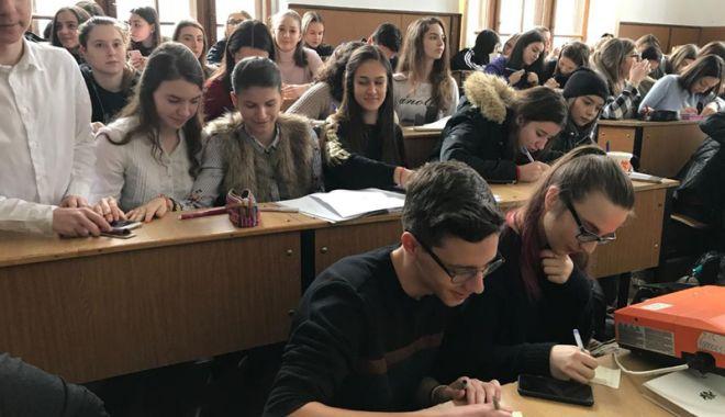 Picnic cu haiku-uri în limba franceză, la Colegiul Naţional