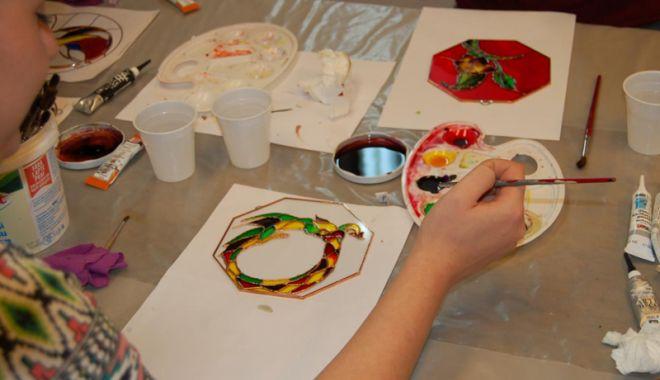 Foto: Învățați-vă copiii  să picteze pe sticlă!