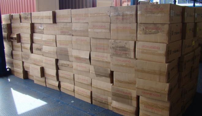 Foto: Piese auto, în valoare de 100.000 lei, confiscate în Portul Constanţa