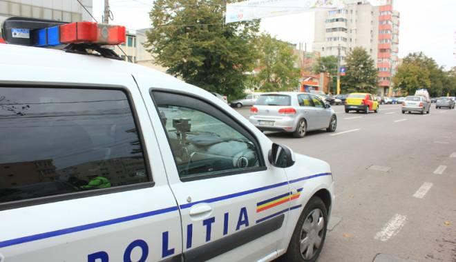 Foto: Prins de poliţiştii constănţeni FĂRĂ PERMIS, la volanul unei maşini neînmatriculate!