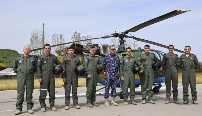 Foto: A doua serie de piloți-marinari începe instrucția în zbor