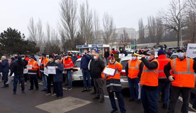 Piloții din portul Constanța au protestat în fața sediului CNAPMC - pilotiidinportulconstantaauprote-1609764102.jpg