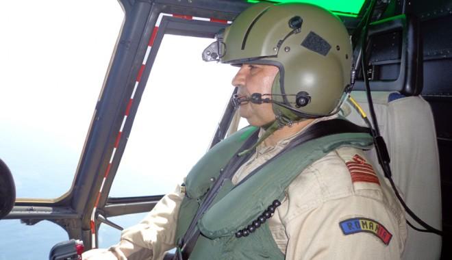 Foto: Cum se antrenează şi cât de grele sunt misiunile cu elicopterul - Secretele piloţilor militari / Galerie FOTO
