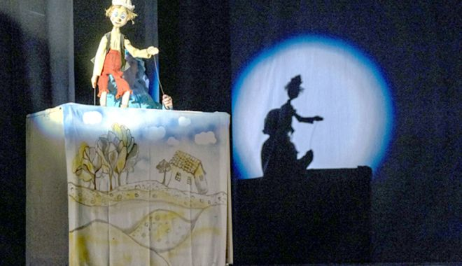 """Foto: """"Pinocchio"""" îi invită pe cei mici la o porţie de râs"""