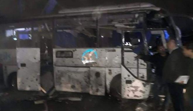 Foto: AUTOCAR PLIN CU TURIȘTI, ARUNCAT ÎN AER! Trei morți, 12 răniți