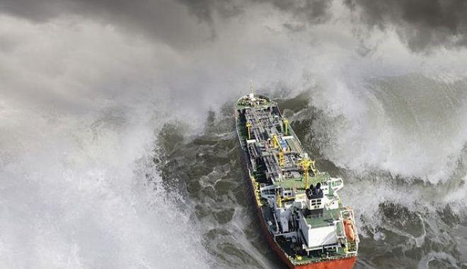 """Foto: Cu nava printre piraţi şi zone de război! """"Salariile pe mare nu sunt aşa de mari precum…"""""""