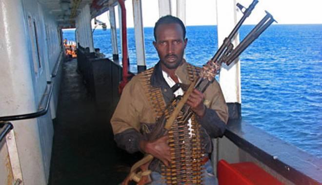 Foto: Piraţii au luat ostateci  250 de navigatori,  au rănit nouă  şi au ucis unul