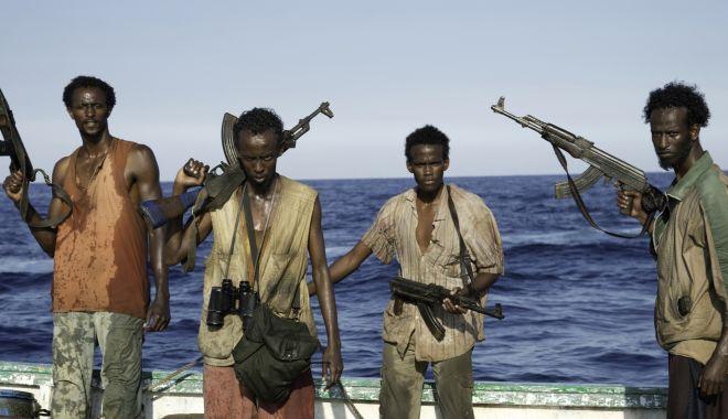 Pirații au ucis un marinar și au răpit alți 15 de pe un portcontainer - piratiiauucisunmarinar-1611478130.jpg
