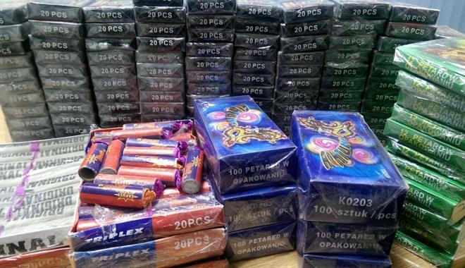 Foto: Pirotehnicele, la control! Amenzi usturătoare pentru cei care comercializează petarde şi artificii