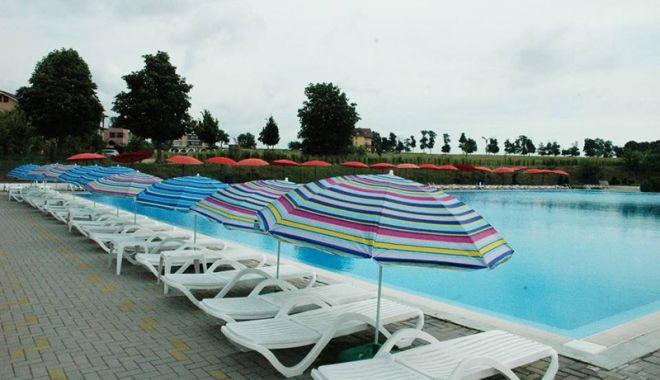 Foto: O zi de relaxare  la piscina cu apă sărată, din Techirghiol
