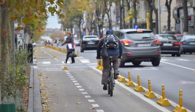 Foto: Pistă de biciclete şi sens unic pe bulevardul Tomis, între Grand şi Lupoaică