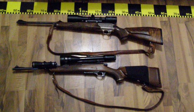 Foto: Arme deținute ilegal, găsite în mai multe locuințe din Constanța