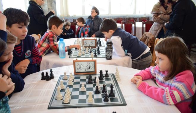 """Foto: """"Piticii"""" şahului constănţean se întrec la Cumpăna"""