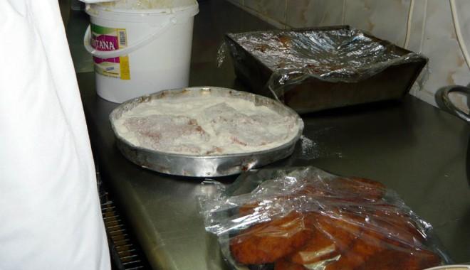 Foto: Pizza cu g�ndaci �i �ni�el cu p�r. Ce a mai g�sit OPC la terasele de pe litoral, de 1 Mai