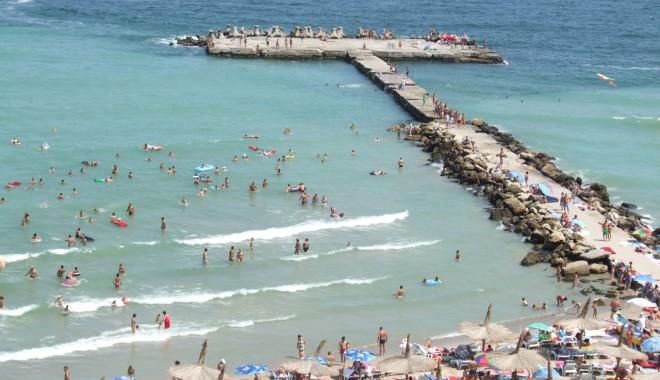 Foto: Anul acesta au ajuns cu 14% mai mulţi turişti pe litoral decât în 2011