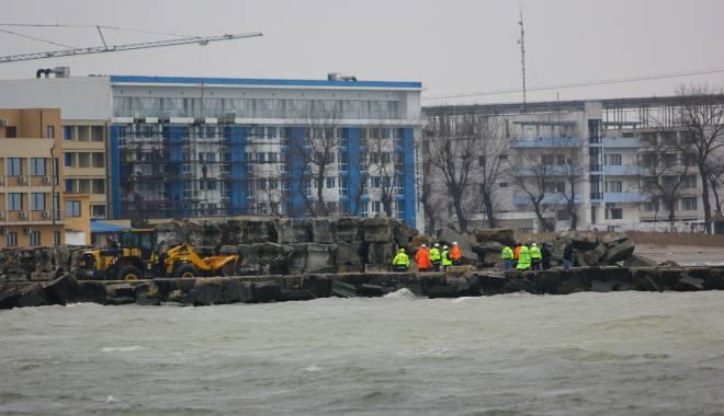 """Foto: Ministrul Mediului ne dă veşti proaste: """"Plaja din Mamaia nu va fi complet reabilitată până la vară"""" / Galerie FOTO"""