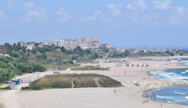 Foto: Plajele românești, sufocate de plastic și pline de mucuri de țigară