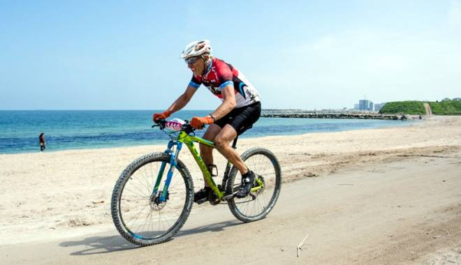 Plaja din Corbu va găzdui o competiţie de ciclism unică în Europa - plaja1-1429027948.jpg