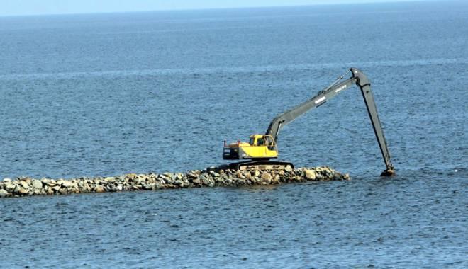 Plaje ca-n Malibu, în Mamaia şi Eforie. A început construcţia digurilor submerse - plajacalamalibu-1420479046.jpg