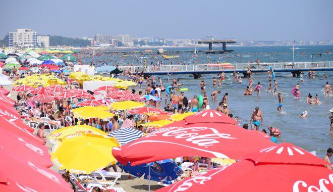 Vreme însorită, numai bună de plajă! Soare şi maxime de 28 de grade Celsius, astăzi, la Constanţa - plajamamaia14-1533711958.jpg