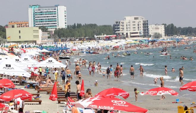 Foto: Zeci de mii de turişti vor petrece vacanţa de vară în hoteluri all inclusive de pe litoral