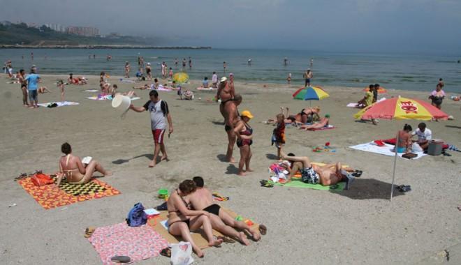Foto: Plajele ajung la primării, portul la Consiliul Judeţean. Cum şi cui vrea Guvernul să dea puterea