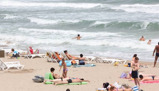 Foto: Jefuită pe plajă!